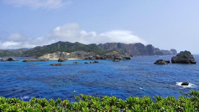 南島から望む父島