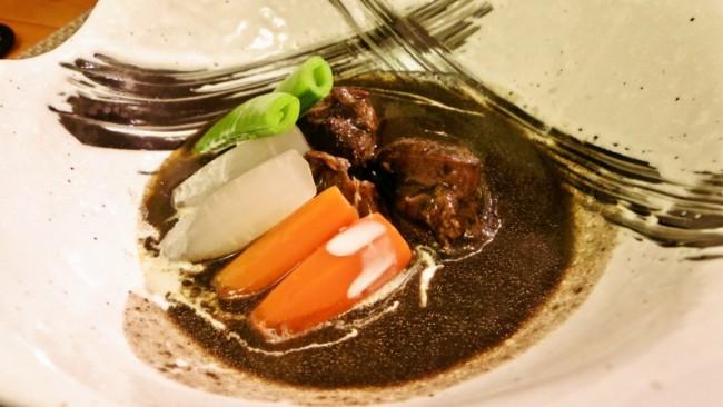 国産牛すね肉の黒ゴマ風味和風ビーフシチュー